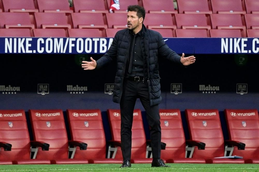 Simeone falou sobre a atualidade em conversa com ex-técnico da Espanha. AFP