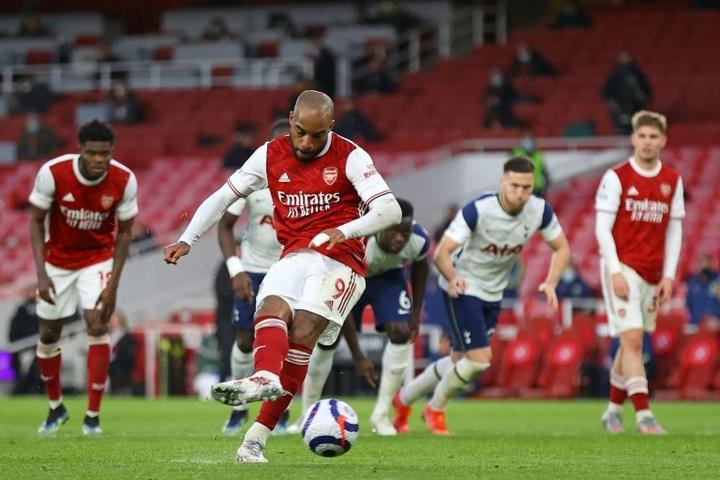 Lacazette può sbloccare l'arrivo di Abraham all'Arsenal. AFP