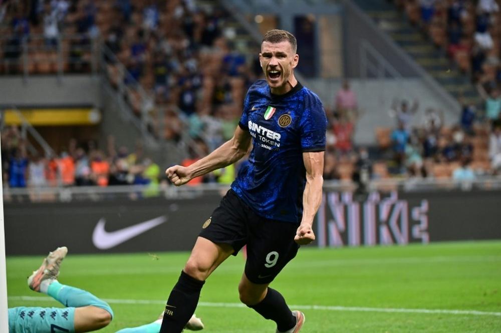 Dzeko fue el autor del gol de la remontada del Inter frente a la Fiorentina. AFP