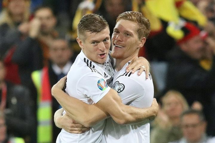 Alemania pierde a Hofmann, que dio positivo, y a Halstenberg, en cuarentena. AFP