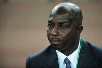 Samson Siasia debe afrontar varios castigos. AFP