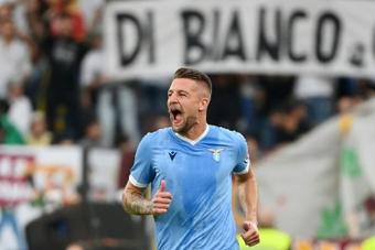 A Lazio vira para cima da Inter em jogo que termina em confusão generalizada. AFP