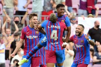 A vitória do Barça deu uma injeção de ânimo ao elenco e aos torcedores. AFP