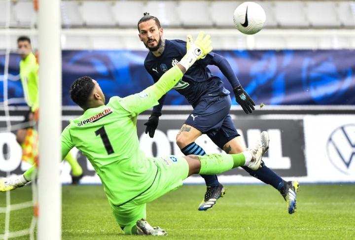 Benedetto no irá al Nantes. AFP