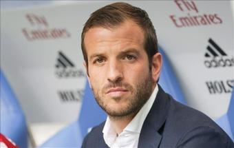 Van der Vaart critique les déclarations de Courtois sur l'UEFA. efe