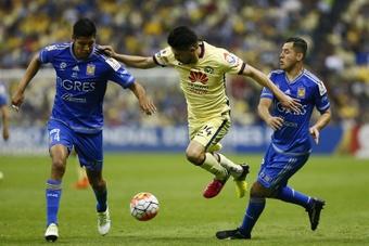 Hugo Ayala, a la izquierda de la foto, recibió el llamado de la Selección. EFE