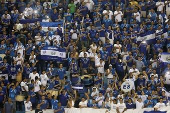 El Salvador se lo juega a 'todo o nada' contra México. AFP