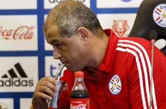El técnico de Paraguay resta importancia a su situación en el banquillo. EFE