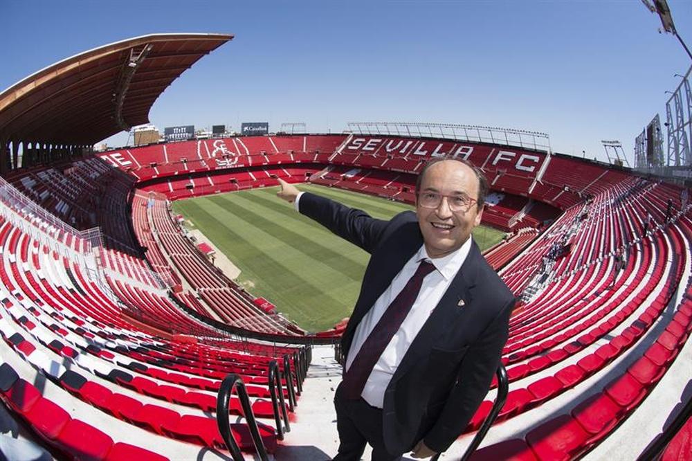 Pepe Castro confirmó la oferta del Chelsea por Jules Koundé. EFE