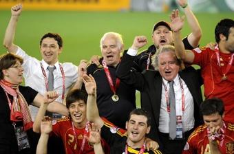 Simeone, Torres o Xavi, entre otros, recordaron el legado de Aragonés. EFE