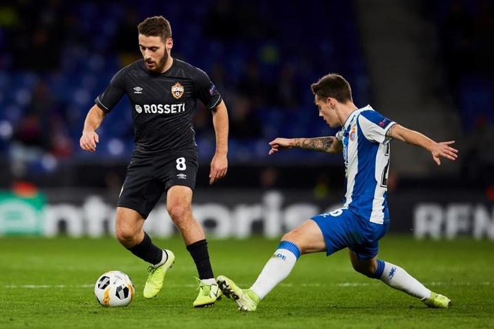El Milan quiere olvidar a Çalhanoglu con Vlasic. EFE