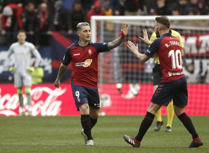 Osasuna venció por 2-1 al Alavés. EFE