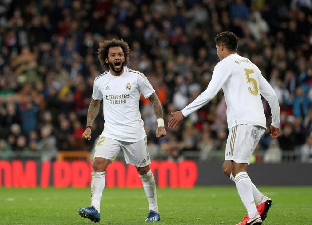 Los defensas del Real Madrid Marcelo (i) y Raphael Varane. EFE