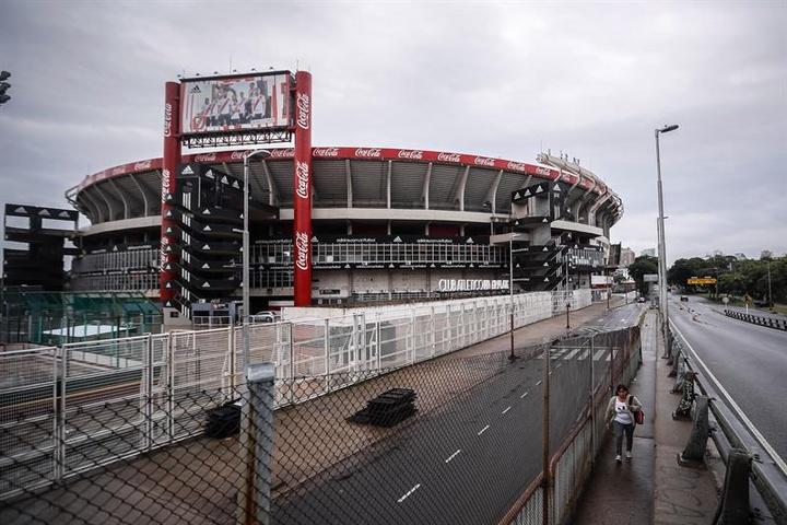River y Vélez incumplieron el aforo de sus estadios. EFE