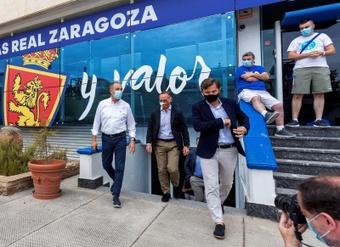 Lapetra aseguró que la venta del club sigue adelante. EFE