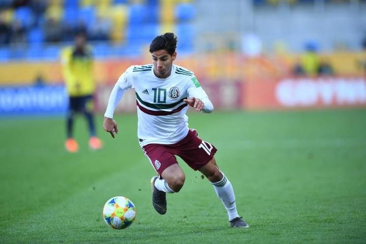 Lainez y Ochoa encabezan la Selección Olímpica de México. EFE/Adam Warzawa/Archivo
