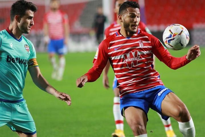 Luis Suárez confía en sacar los tres puntos del Camp Nou. EFE