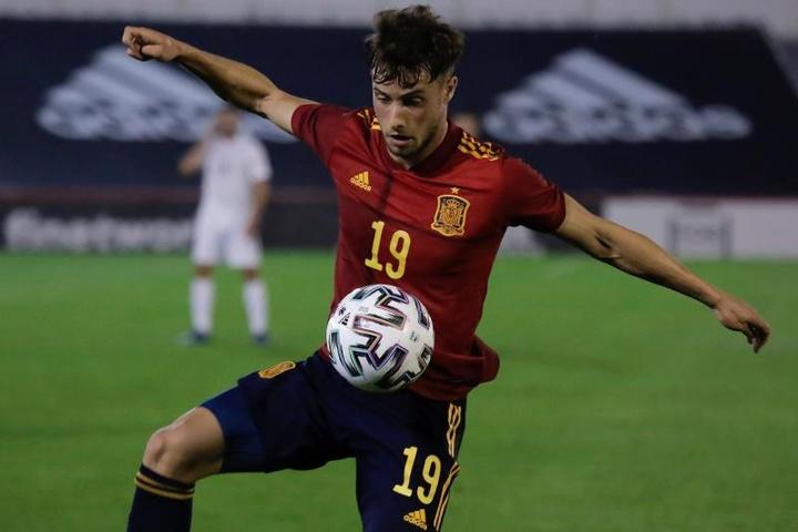 Los jugadores del Espanyol Puado y Óscar Gil ganaron la medalla de plata. EFE