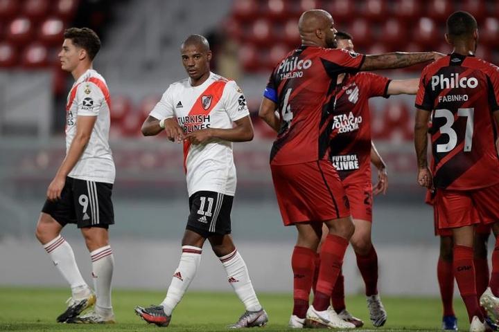 Nicolás de la Cruz (c) podría llegar al partido contra Atlético Mineiro. EFE/Archivo