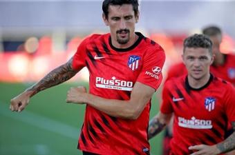 Savic y Llorente, los dos lesionados, siguen fuera de los planes del Cholo. EFE