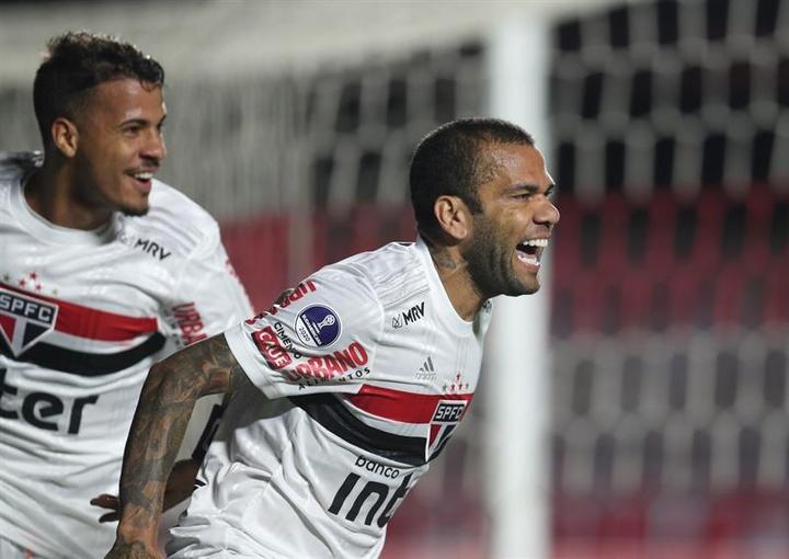 Dani Alves préfère Mbappé. EFE