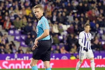Cuatro árbitros canarios dirigirán el amistoso mixto 'Fuerza La Palma'. EFE