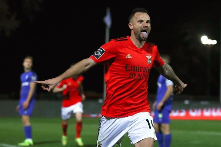 Seferovic é um dos titulares do Benfica contra o SC Braga. EFE/EPA/MANUEL DE ALMEIDA