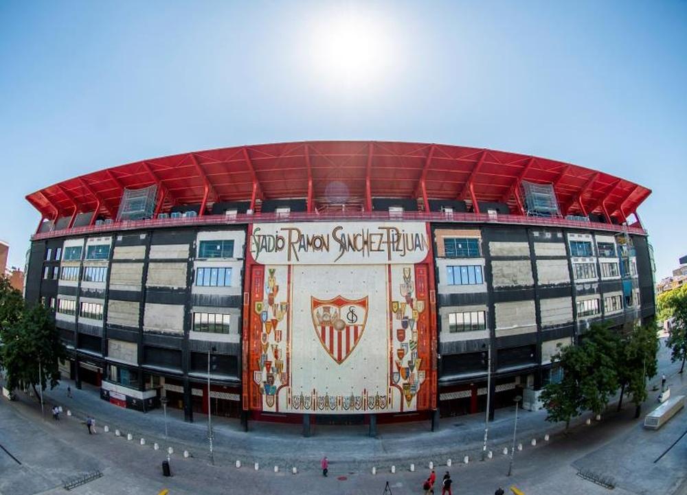 Una parte del Sánchez-Pizjuán estará cerrada ante el Valencia. EFE