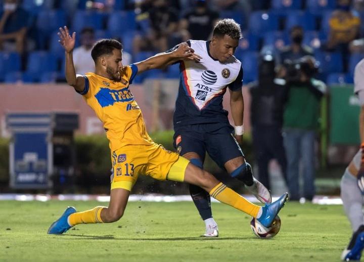 Roger Martínez no irá a Boca. EFE