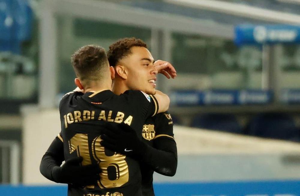 Sergiño Dest podría perderse el choque contra el Valencia. EFE/Archivo