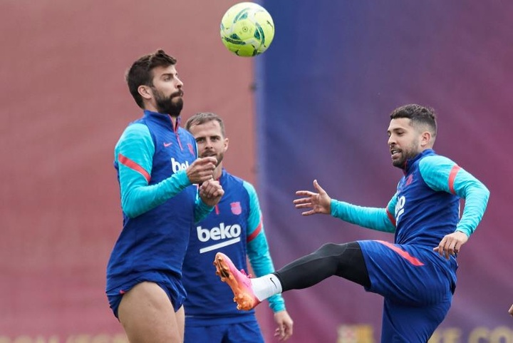 Pique and Jordi Alba will be two players that will be taking a wage cut. EFE