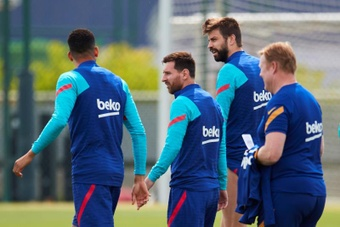 Messi and Araujo will meet again, but this time on opposite sides. EFE