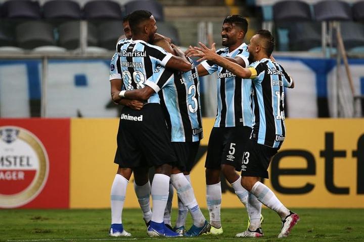 Pedro Rocha reencontra Grêmio e é herói na goleada do Furacão.  EFE/Diego Vara