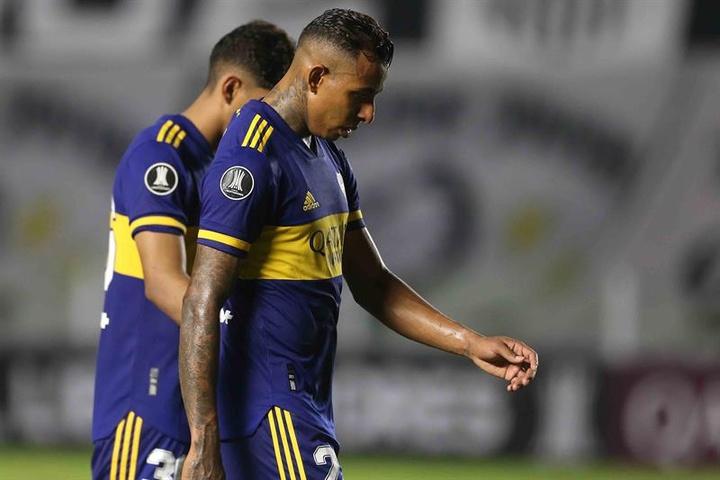 Boca suspendió el sueldo a Sebastián Villa desde que se fue. EFE