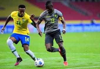 Militão sofre lesão na coxa e desfalca o Brasil contra o Uruguai. AFP