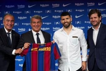 Barca will register Aguero thanks to their senior players taking a pay cut. EFE