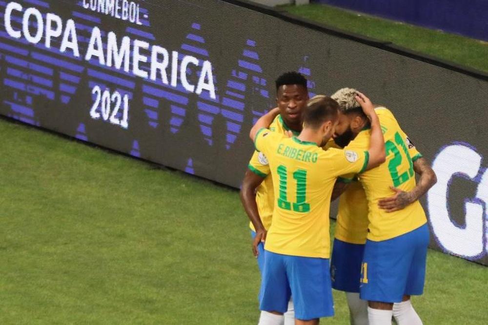 Brasil sofre, mas vira para cima da Venezuela. AFP