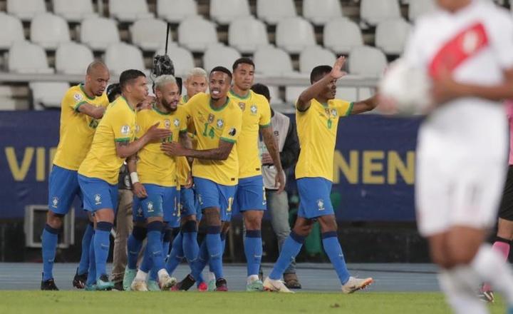 Neymar fue la gran estrella en la victoria de Brasil sobre Perú. EFE
