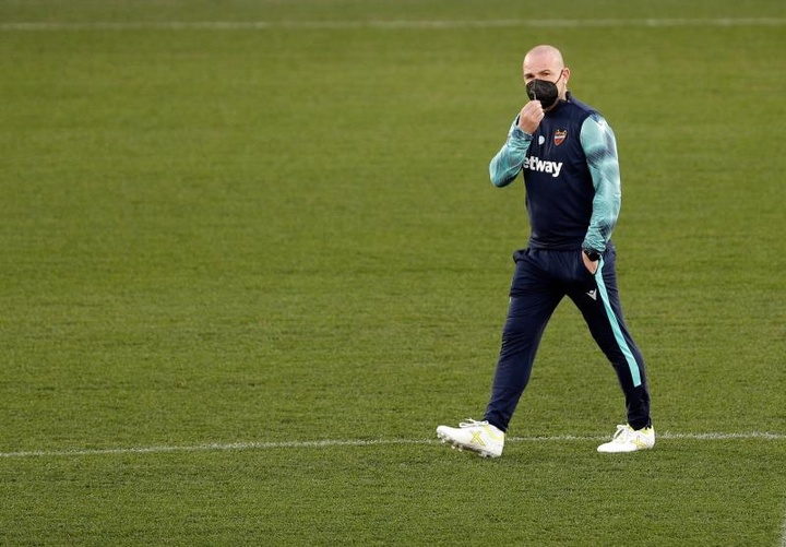 Paco López sigue preparando la nueva temporada. EFE