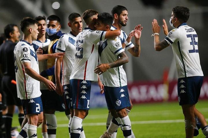 Vélez Sarsfield arrolló a Unión Santa Fe (4-0). EFE/Archivo