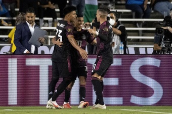 México ganó 1-0 a El Salvador y pasa a cuartos de final como primera. EFE