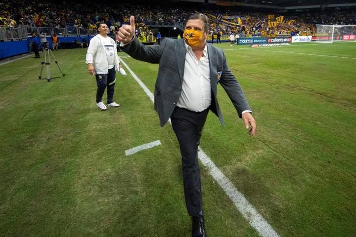 Herrera elogió al 'Diente' López por liderar el ataque sin Gignac. EFE