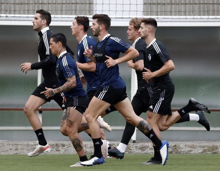Osasuna se ejercita a dos días de recibir al Valencia. EFE