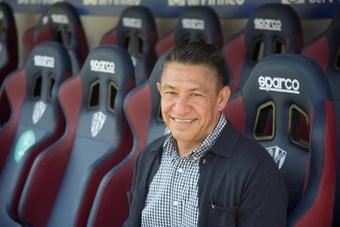 La SD Huesca anuncia el cese de Nacho Ambriz. EFE