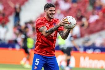 De Paul lamentó la derrota frente al Liverpool. EFE