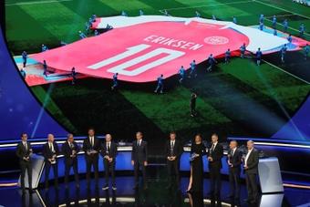 Kjaer e os médicos que salvaram a vida de Eriksen receberam o prêmio Presidente da UEFA. AFP