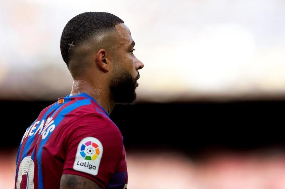 El Barça podrá ampliar un año más a Depay. EFE