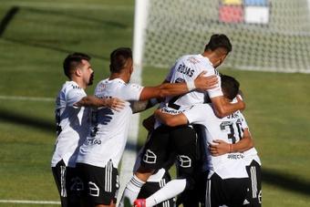 Colo-Colo golea y sigue mandando en Chile. EFE