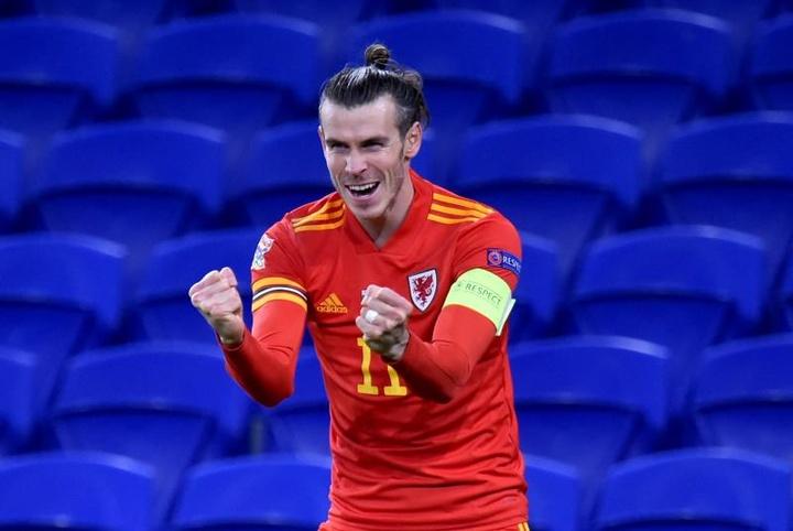 País de Gales venceu de virada com três gols de Bale. EFE/EPA/PETER POWELL