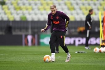 Van de Beek despidió a su agente por no sacarlo del United. EFE